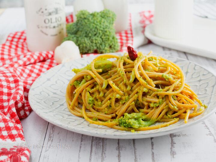 Spaghetti con broccoli e curry