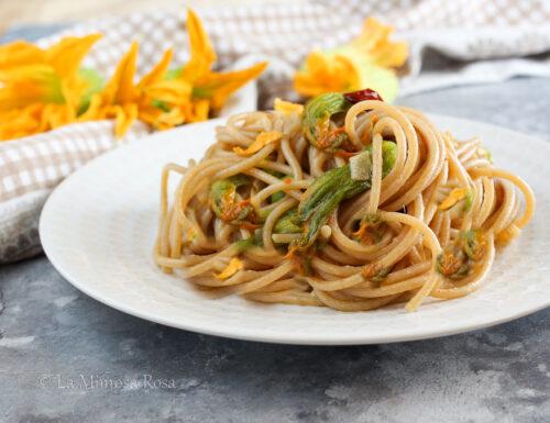 Spaghetti con fiori di zucca e alici
