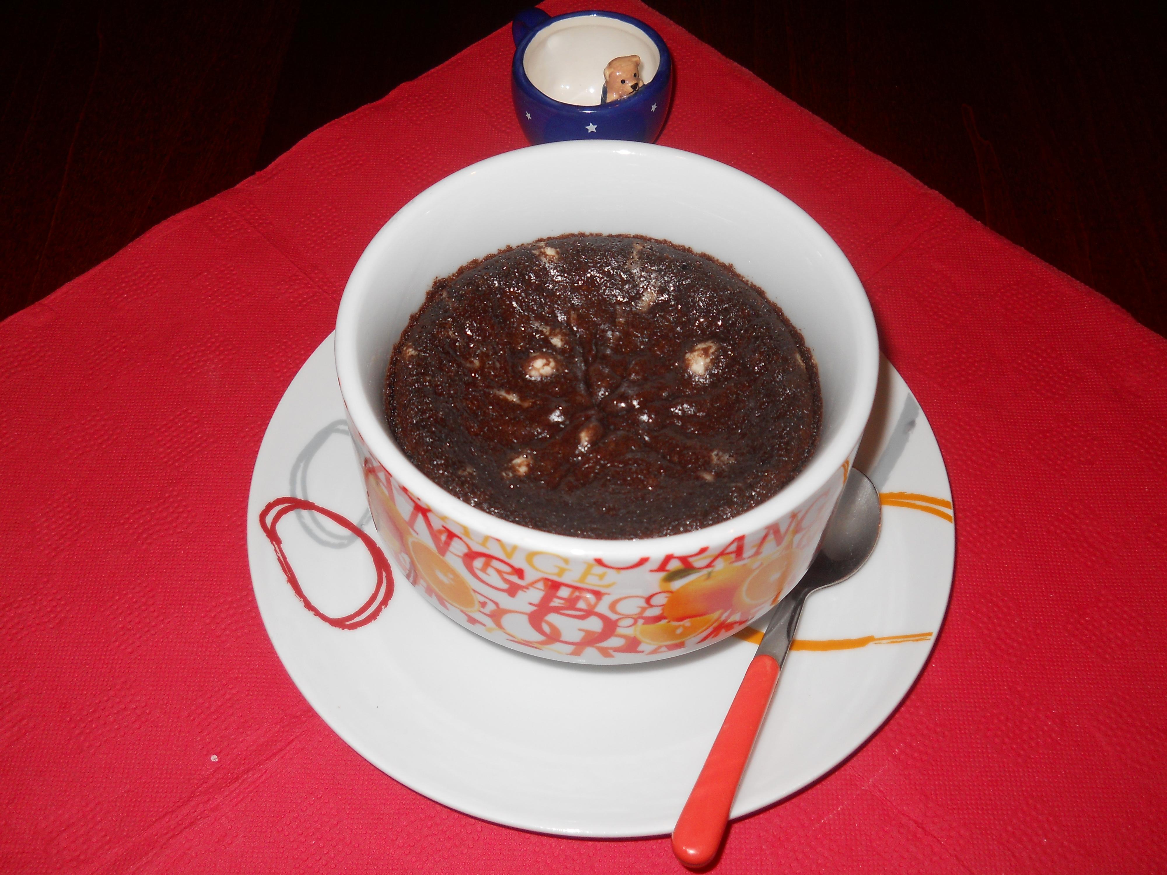 la mia mug cake con il cuore di cioccolato bianco