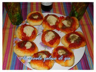 Pizzette al Latte con Mozzarella e Pomodoro