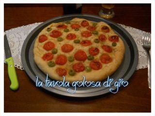 Focaccia Frizzante con Pomodorini e Olive