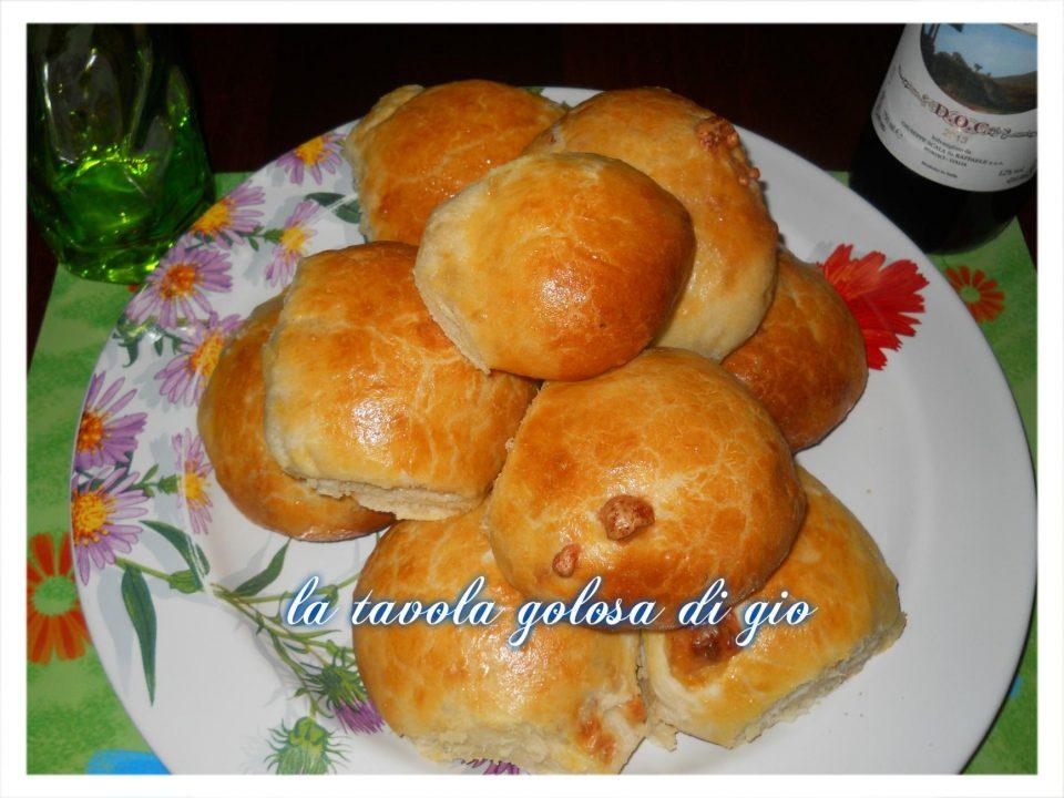 Panini di Patate con Provola e Speck