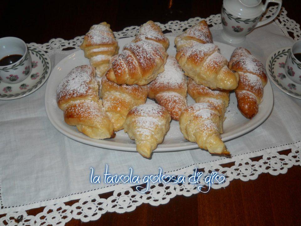 Cornetti Deliziosi con Panna Montata