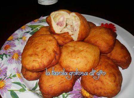 Bomboloni di patate fritti ripieni sfiziosi