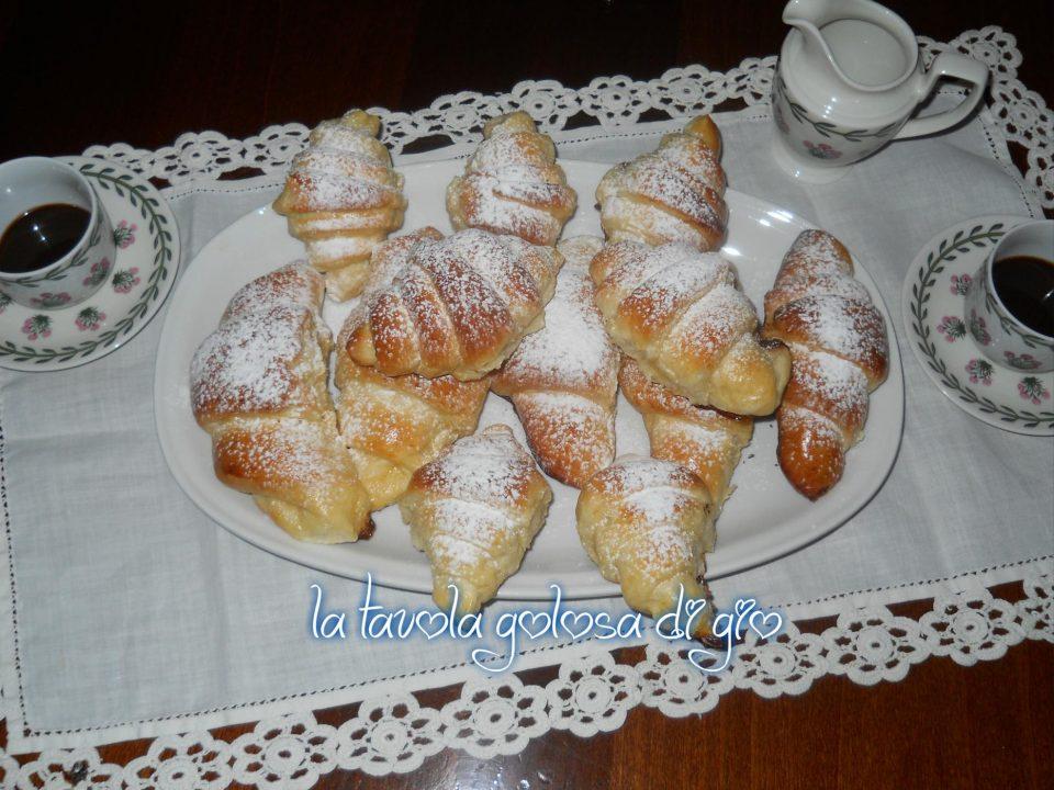 Cornetti Soffici con Panna Montata