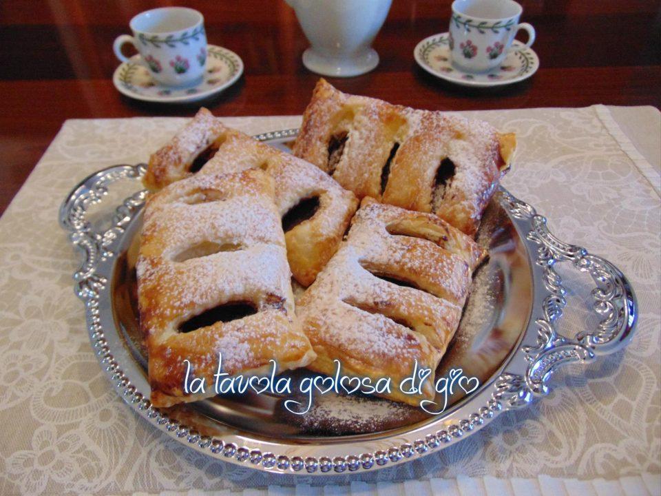 Fagottini di Pasta Sfoglia con Crema di Nocciole