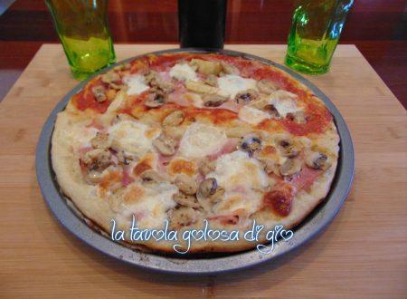 Pizza in pastella croccante e morbida