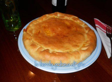 Pizza rustica di ricotta saporita e morbida