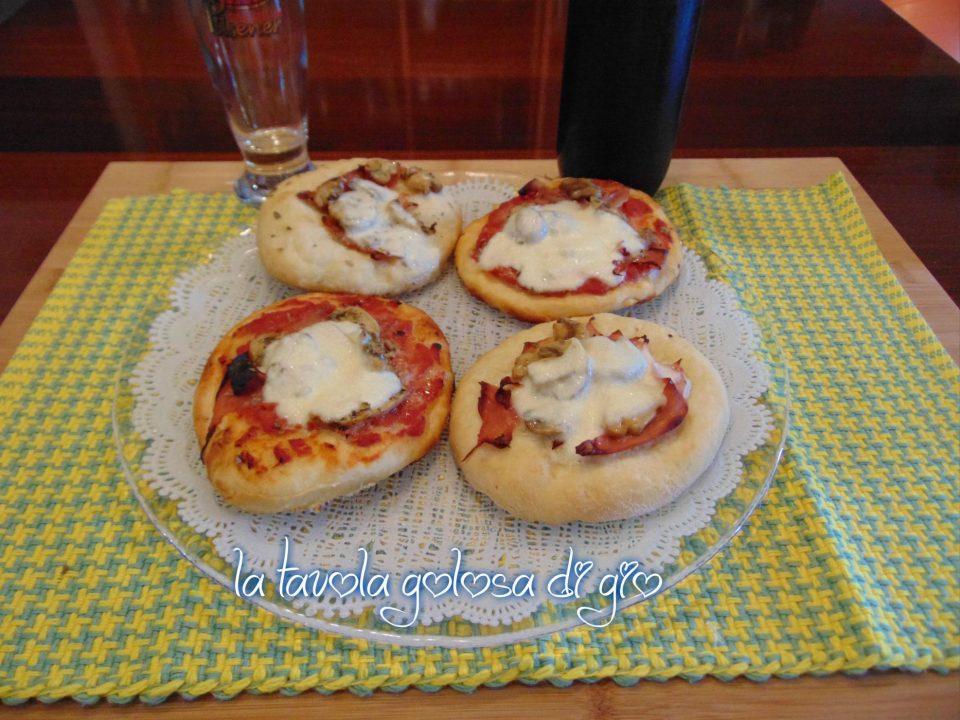 Pizzette al Burro con Pomodoro e Mozzarella