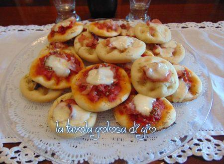 Pizzette da buffet deliziose morbide