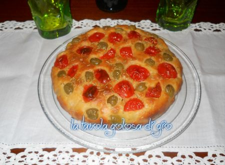 Focaccia al latte in pastella con pomodorini