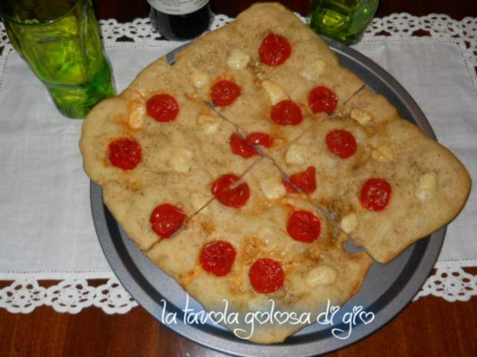 Focaccia con pomodorini di pastella