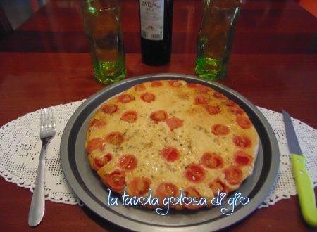Focaccia soffice rovesciata con pomodorini