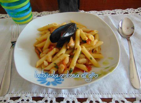 Pasta e fagioli con cozze e pomodoro