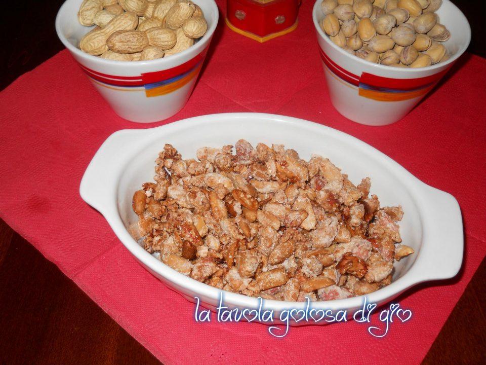 Arachidi caramellate con cannella