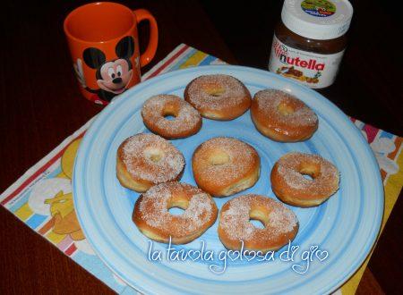 Ciambelle al forno decorate con zucchero