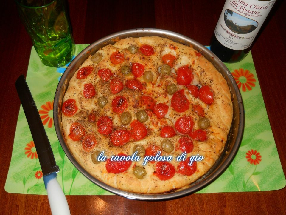 Focaccia Barese Soffice con Pomodorini