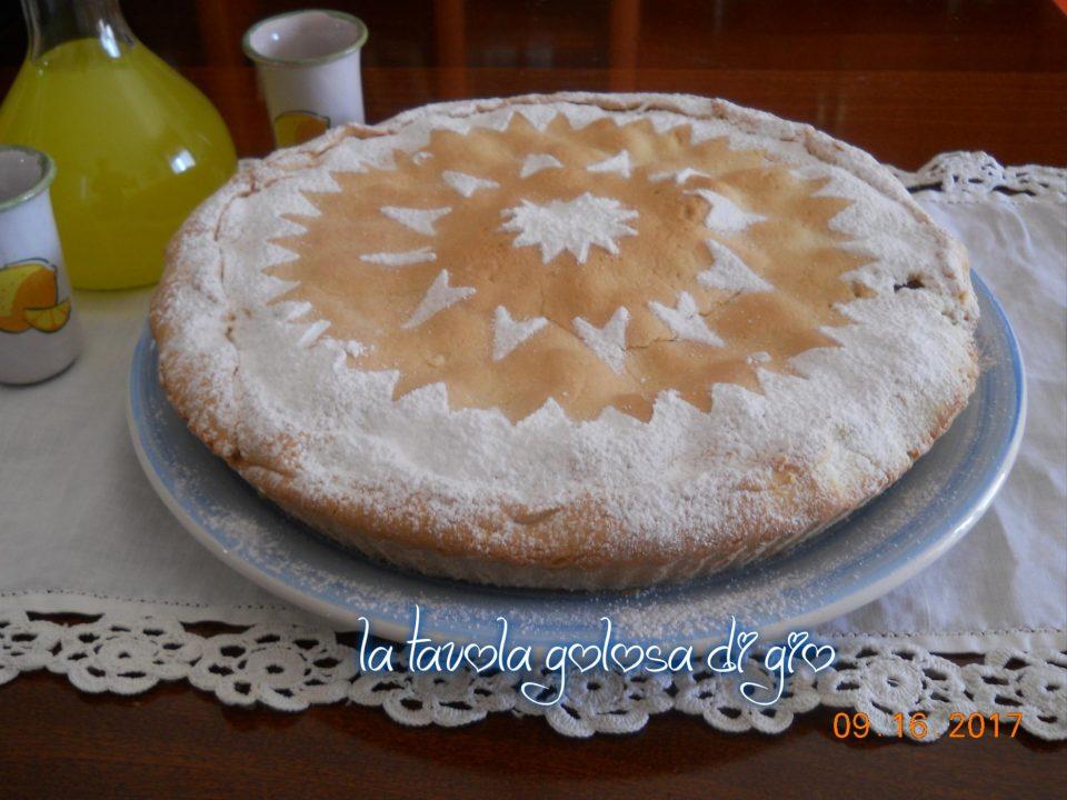 Torta della nonna con biscotti e mele
