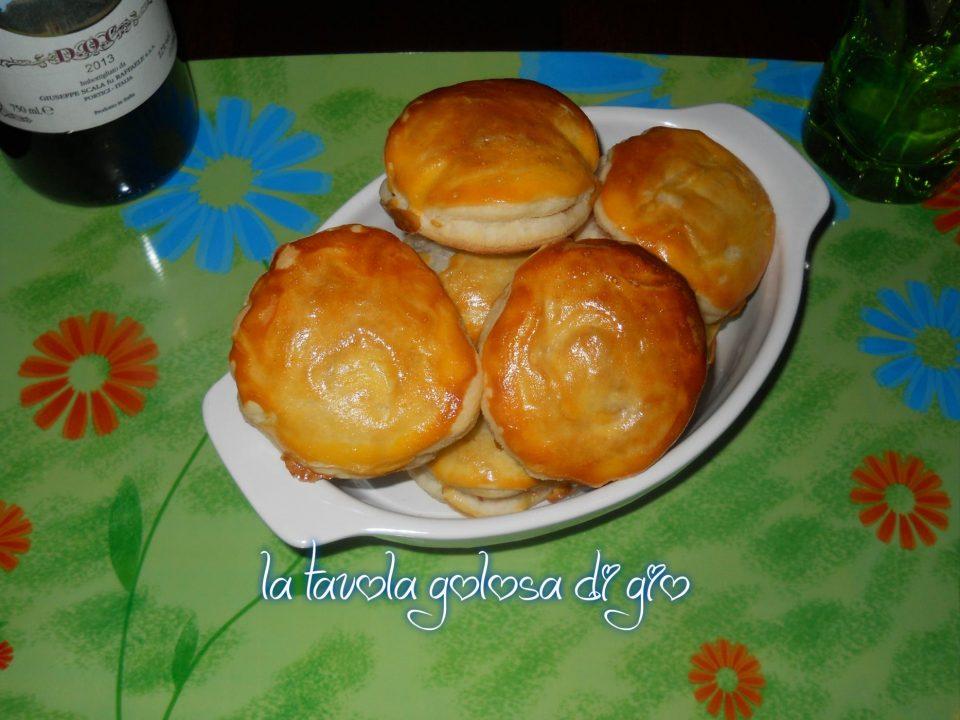 Stuzzichini in Pasta Sfoglia con Provola