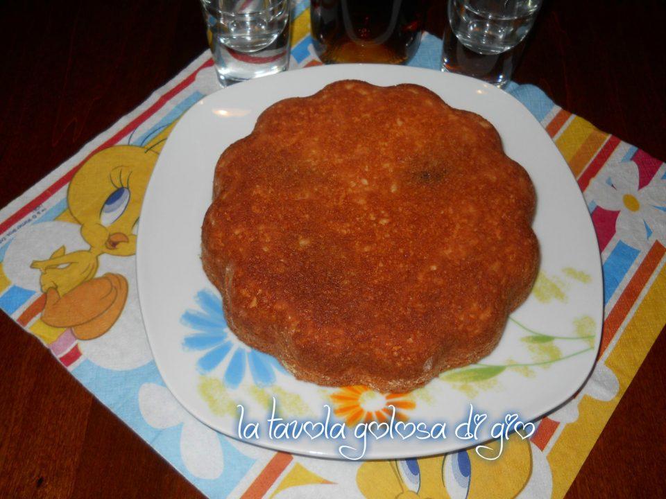 Torta deliziosa con crema di nocciole
