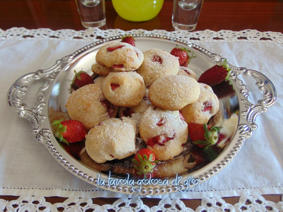 Biscotti ricotta e fragole senza uova