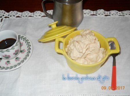 Crema al mascarpone e caffè golosa