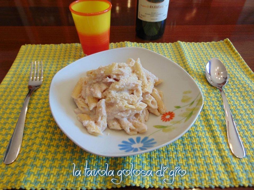 Pasta con mousse e prosciutto