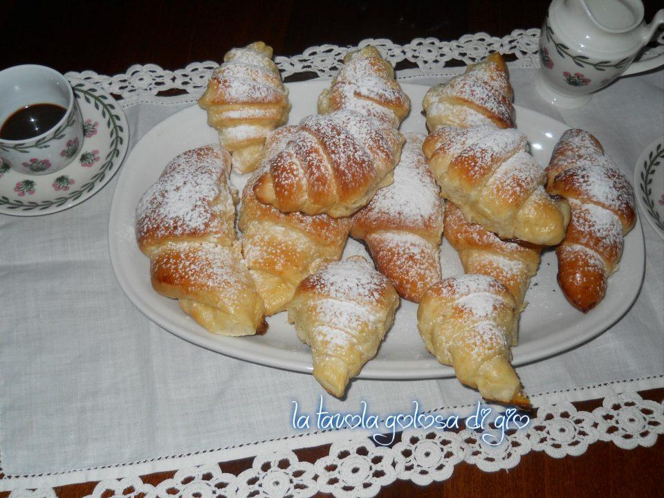 Cornetti di panna con poco zucchero