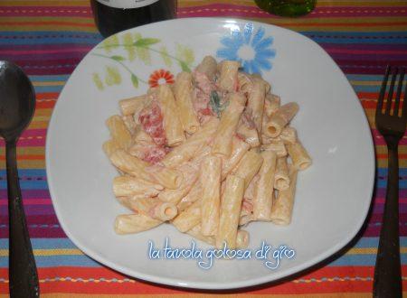 Pasta baffo con prosciutto veloce