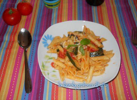 Pasta con pomodorini e mozzarella zucchine