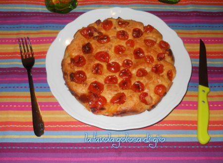 Torta morbida rustica con yogurt e pomodorini