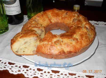 Torta salata con salsiccia e provola
