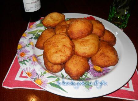 Bomboloni di patate salati fritti golosi