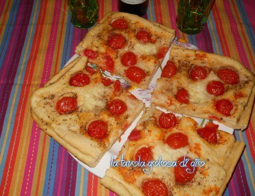 Focaccia senza uova con pomodorini