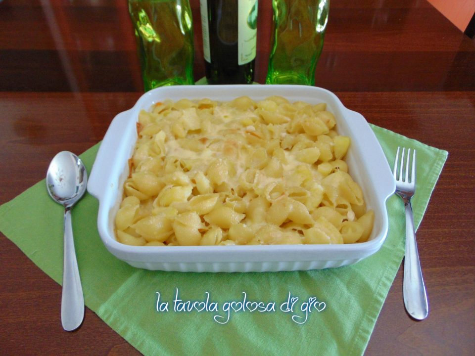 Pasta con patate e provola napoletana