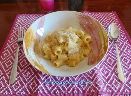 Pasta e patate con provola in padella