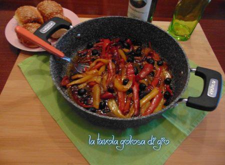 Peperoni napoletani in padella con olive