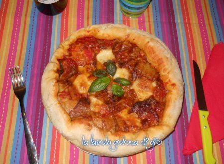 Pizza morbida con parmigiana di melanzane