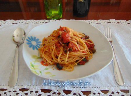 Spaghetti alla puttanesca napoletani