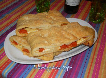 Pan focaccia al parmigiano con pomodorini