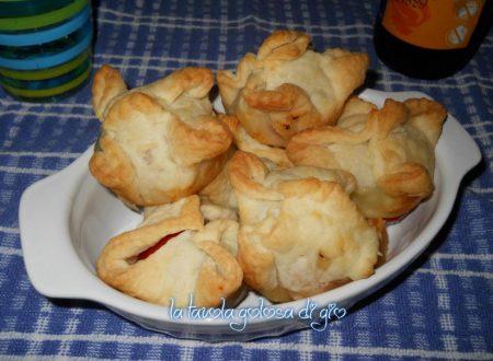 Fagotti in sfoglia al forno con pomodorini