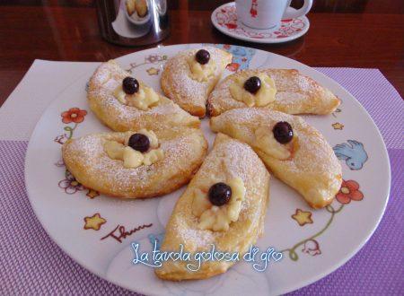 Monachine napoletane con amarene e crema