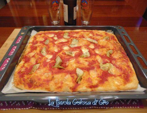 Pizza morbida di pastella in teglia da forno