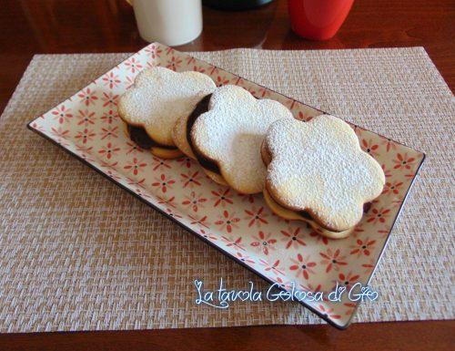 Biscotti margherita ripieni al cioccolato