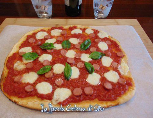 Pizza della felicità con impasto al latte