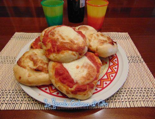 Pizzette siciliane preparate al forno