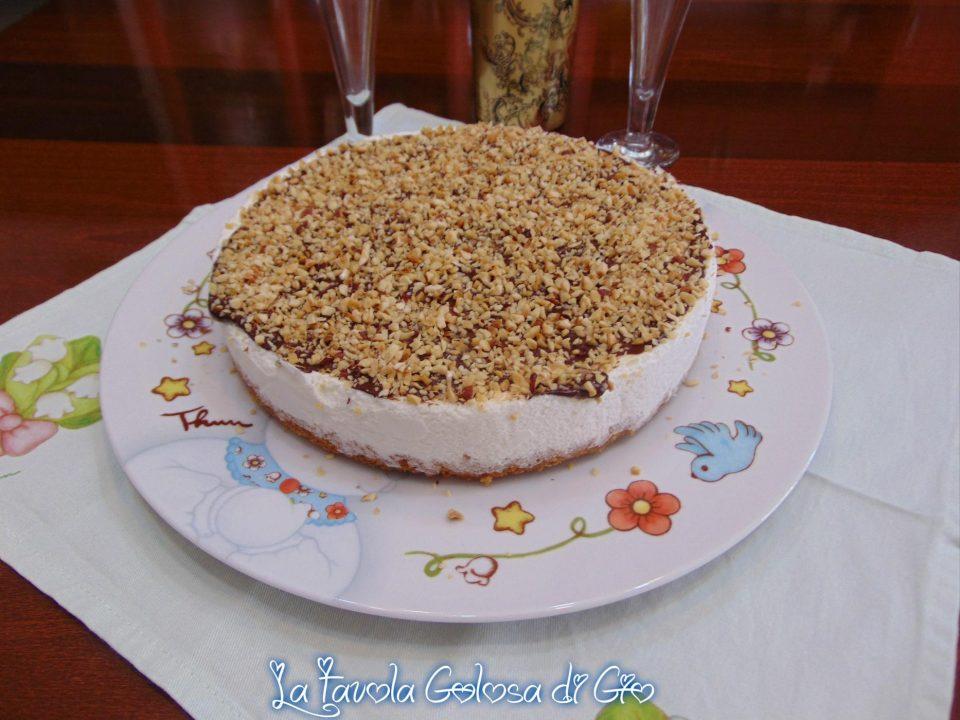 Torta cornetto con cioccolato e nocciole