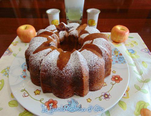 Ciambella con il buco con mele e marmellata