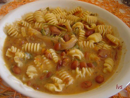 Zuppa di fagioli con finocchietto selvatico