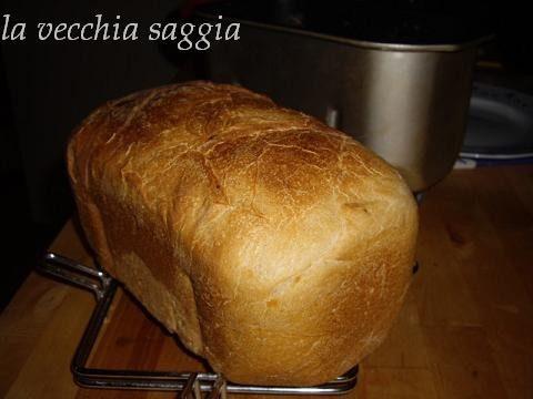 Pane con farro nella macchina del pane